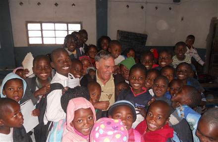 Dotación de infraestructuras al colegio de San Gabriel en Matola 2014-2015
